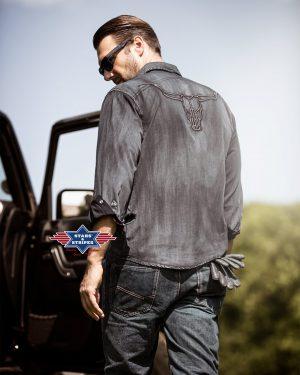 ENZO Westernhemd im Fade-Out-Look mit Stickerei auf dem Rücken. Brusttaschen und Druckknöpfe. Material: 100% Baumwolle Größen: S | M | L | XL | XXL | 3XL